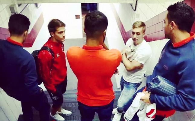 Pomeczowe spotkanie kilku piłkarzy