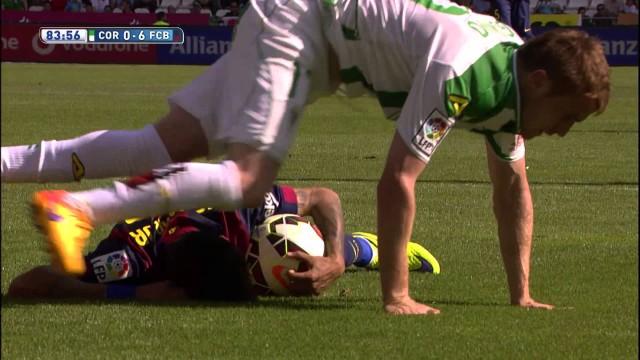 Messi oddaje rzut karny Neymarowi