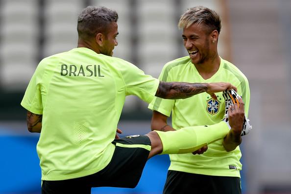 Neymar i Alves w kadrze Brazylii