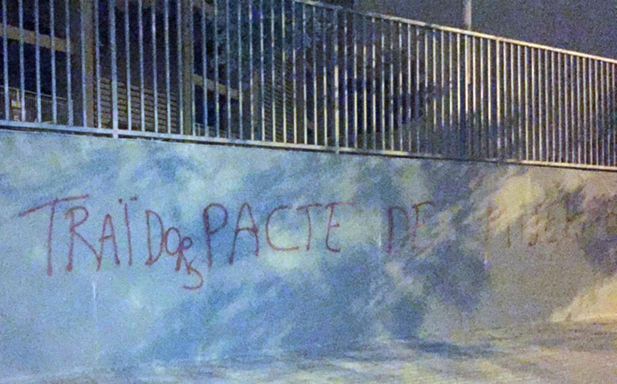 Graffiti obrażające zarząd