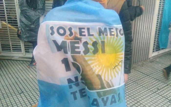 """Na ulicach: """"nie odchodź Lío"""""""