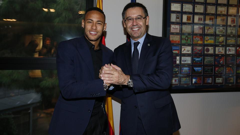 Neymar podpisał już kontrakt