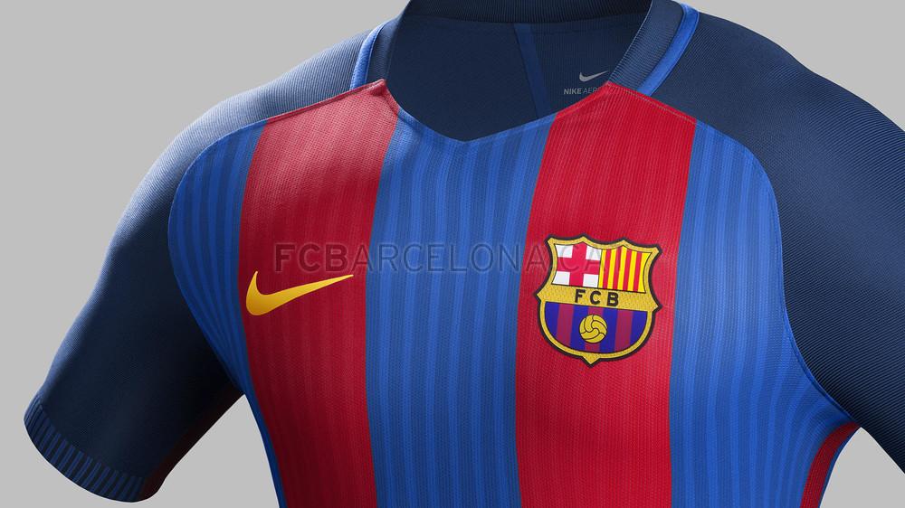 """Adidas """"uczepił się"""" koszulek Barcy"""