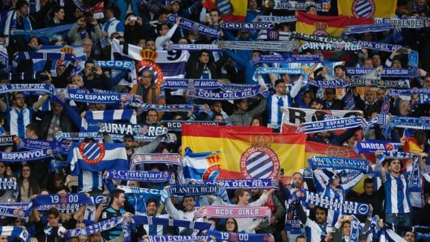 Kibice RCDE obrażali, fana FCB zatrzymano
