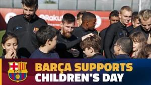 Piłkarze trenowali z dziećmi