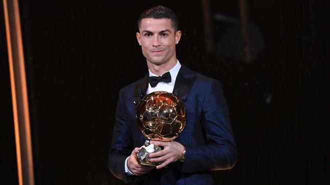 Ronaldo ze Złotą Piłką 2017
