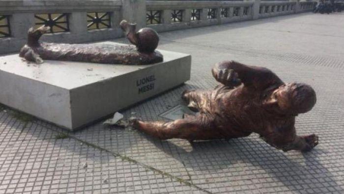 Pomnik Messiego znowu zniszczony