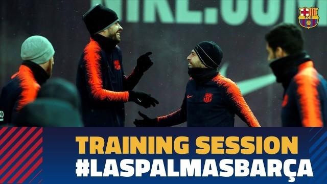 Wideo: Ernesto Valverde gra w kosza na treningu